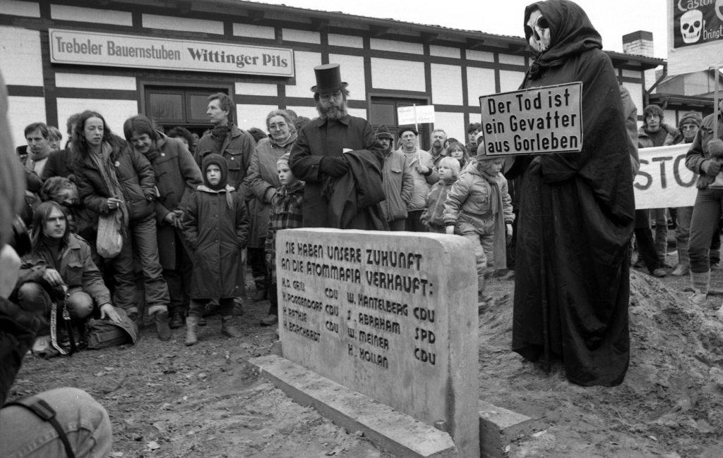 23./24.2.1985 - Aktionstage, Mahnstein in Trebel. Foto: G. Zint
