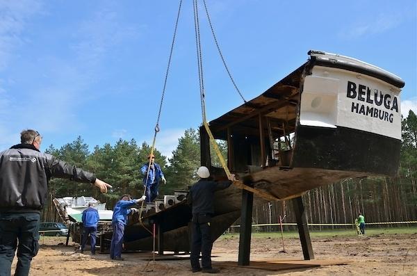 13.5.2013 - Beluga-Mahnmal in Gorleben wird errichtet. Bild: Publixviewing
